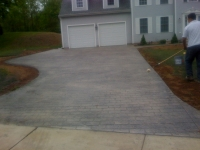decorative-concrete-stamped-concrete-overlays-cobblestone-pattern-driveway-6