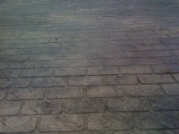 decorative-concrete-stamped-concrete-overlays-cobblestone-pattern-driveway-7